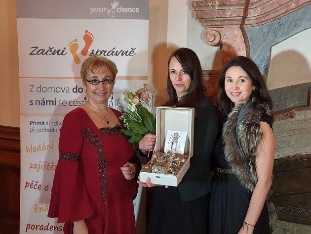 Cenu za Konstantinovy lázně přebírala Jana Fajfrová - koordinátorka projektu Začni vPlzeňském kraji.