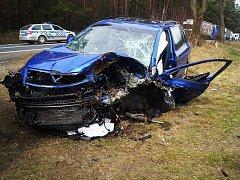 Mezi Planou a Novou Hospodou došlo k vážné dopravní nehodě. Oba řidiče musel po čelním nárazu transportovat vrtulník.