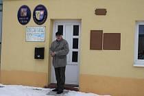 STAROSTA Horních Kozolup Karel Lindauer před obecním úřadem. Jeho spoluobčané dali Zemanovi nejvyšší podporu v okrese.