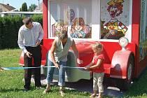 Plastový autobus pro děti.
