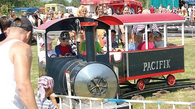 """Mimo různých atrakcí se děti mohly povozit také v tomto """"Pacific Expressu""""."""