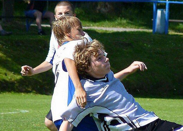 Fotbal: Tachované v Přešticích uspěli jen napůl, mladší žáci propadli v koncovce.