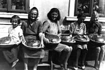 Vzpomínka na dobu, když se u Václavků ještě pekl chléb. Snímek přibližně z roku 1950.