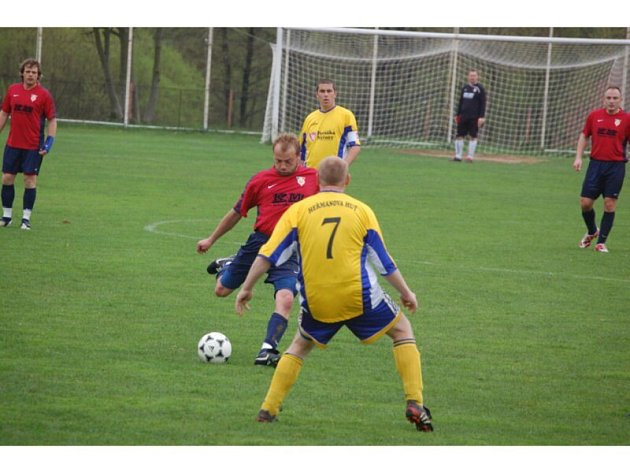 Fotbalové utkání Dl. Újezd – H. Huť 5:1.