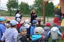 POHÁDKOVÉ DIVADLO Jihlava bavilo děti přes dvě hodiny. Do představení je zapojovali po celou dobu.