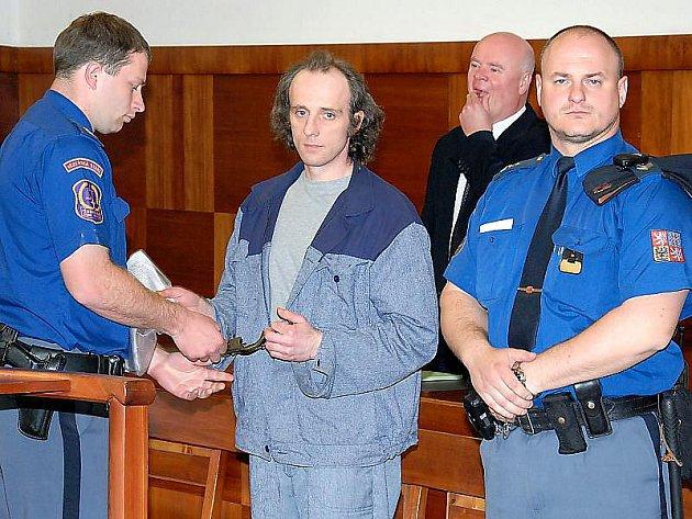 Rok navíc k původnímu desetiletému trestu vyměřenému za pokus o vraždu Krajským soudem v Plzni dostal v úterý u odvolacího senátu Vrchního soudu v Praze 30letý Miloslav Danko z Plané u Tachova.