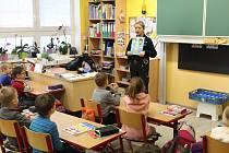 Děti ze ZŠ Hornická při besedách s policejní mluvčí Dagmar Jirouškovou.