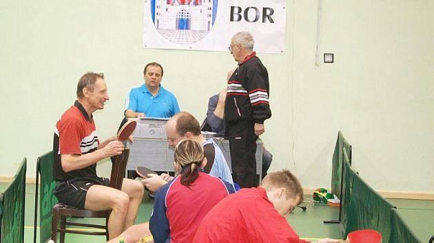 Stolní tenis – III. liga: S. Bor TeVo Eissmann – Strakonice 2:10;– Prachatice B 10:3