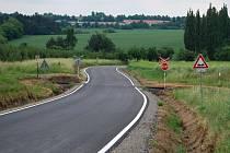 Opravený úsek silnice mezi obcemi Únehle, Erpužice a Trpísty.