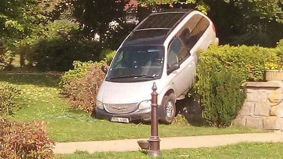 Nehoda vozidla v Přimdě.