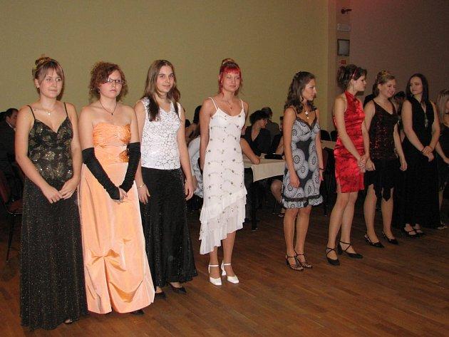 Absolventi kurzu tance a společenského chování