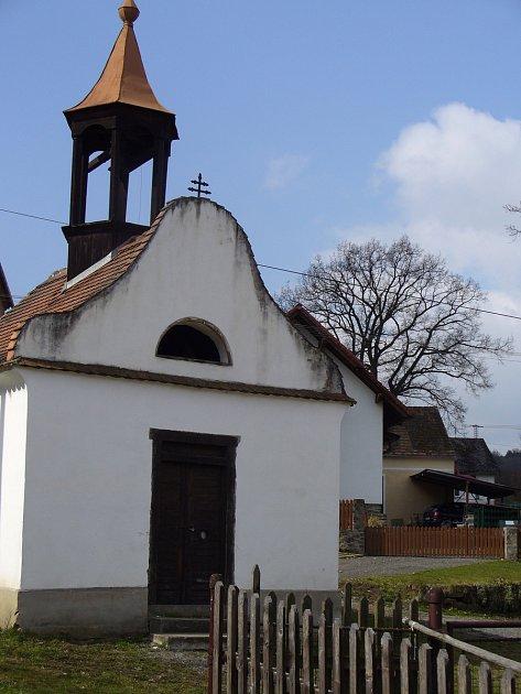 Opravená kaple na návsi vMilíkově.