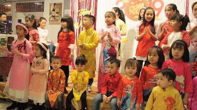 Vietnamská komunita žijící na Tachovsku oslavila tradiční vietnamský svátek k přivítání Nového roku.