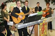 Na vánoční čaj pozval Dětský domov Čtyřlístek v Plané své partnery, sponzory a všechny, se kterými v průběhu roku spolupracuje.