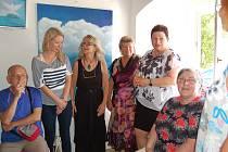 AUTORKY VÝSTAVY se občas scházejí v pavlovickém ateliéru Jarmily Krynické a tvoří společně snové obrazy.