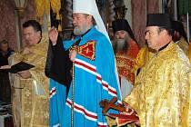 Metropolita Kryštof při obřadu v chrámu sv. Máří Magdaleny v Tachově.