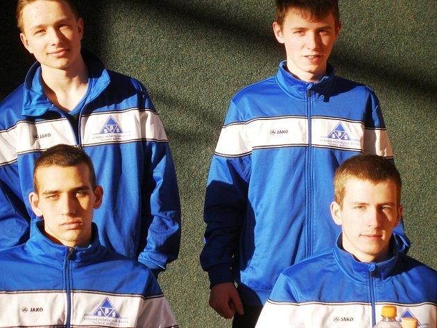 Družstvo SPŠ Tachov Světce, které reprezentovalo v silovém čtyřboji. Zleva nahoře D. Novosad, J. Soulek, dole R. Lazorka a D. Špindler.