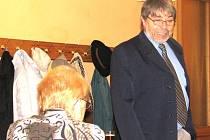Sexuolog Radim Uzel při vyprávění svých zážitků z ordinace. Podle návštěvníků byla prý nejvtipnější historka s důchodci.