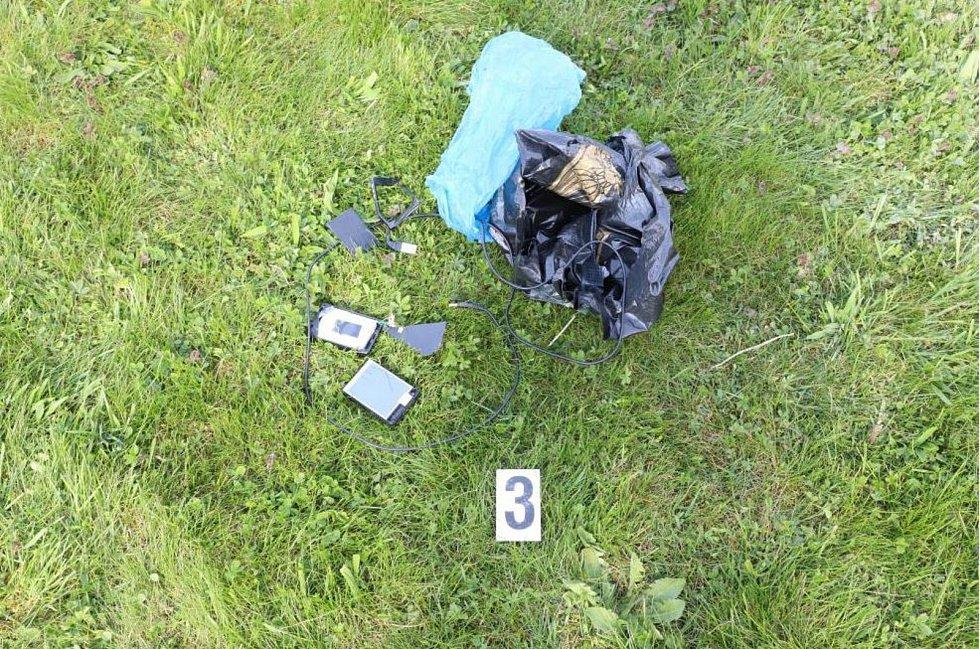 V balíčku byla powerbanka, na kterou byla napojena kamera.