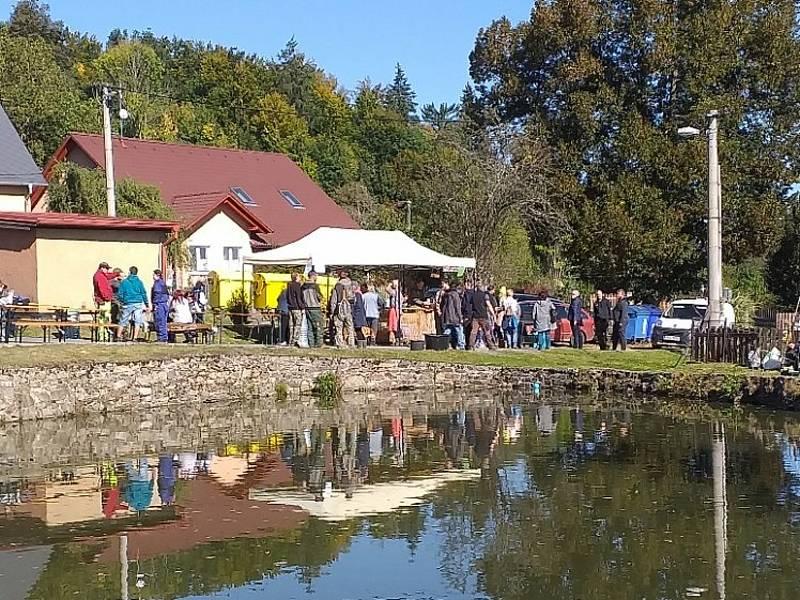 Z rybářských závodů v obci Obora.