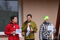 Lucie Davidová (vpravo) byla nejrychlejší ženou tachovského Běhu Mikulášské trojice před Pavlou Stachovou (vlevo).