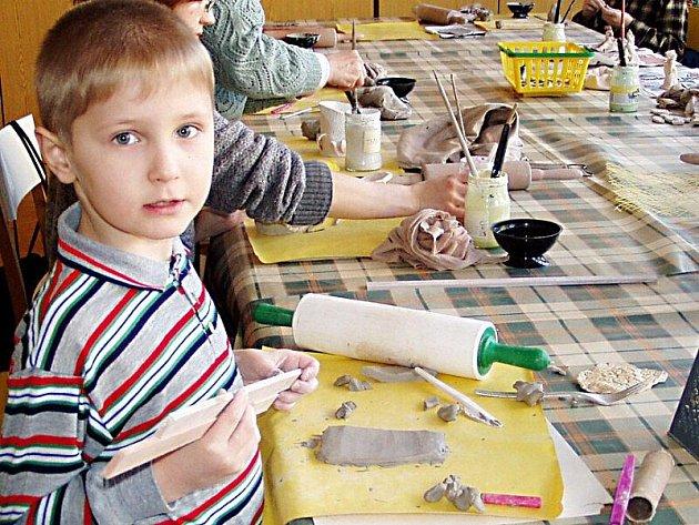 Do konce prázdnin se v tachovském Mraveništi vedle dalších akcí uskuteční také letní hrátky s keramikou.