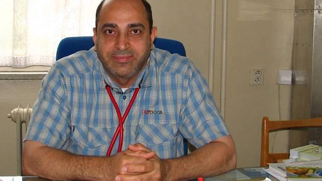 Mushsin Al – Kannany vystudoval medicínu v Iráku. Dnes pracuje jako lékař pro děti a dorost v plánské poliklinice. Žije v Michalových Horách  a v Čechách je prý spokojený.