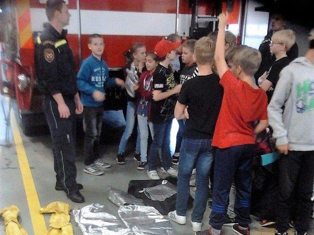 Žáci pátých tříd základní školy Hornická Tachov se v minulém týdnu zúčastnili exkurze u hasičského záchranného sboru