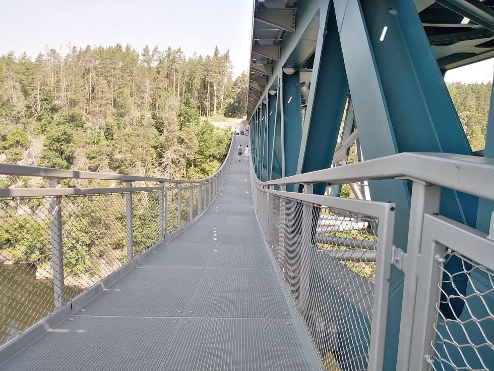 Pňovanský most láká turisty po celý rok.