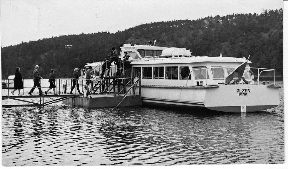 První historická plavba parníku po hladině Hracholuské přehrady.