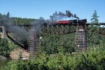Cestující se loučili s mostem přes Hracholusky