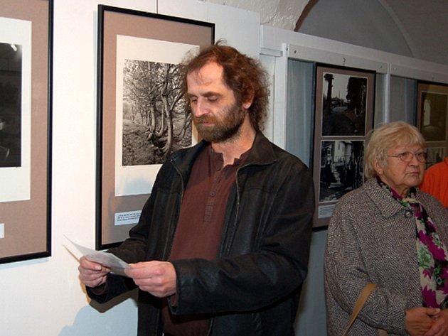 Autor výstavy o Podkarpatské Rusi Radovan Kodera při vernisáži v tachovském muzeu