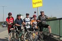 DOJELI DO CÍLE. Pětice cykloturistických nadšenců z Tachova se o Velikonocích vydala na výlet podél řeky Naab z Weidenu do Regensburgu.