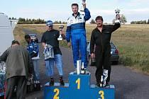 Vítěz v kubatůře do 2000 ccm Petr Bělohlávek (uprostřed).