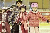 Školička bruslení na ledě zimního stadionu v Tachově