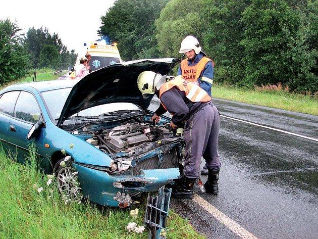 Při nehodě nebyl nikdo zraněn. Řidička, která byla v šoku, byla odvezena k vyšetření.