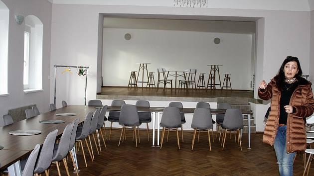 Společenský sál v Oboře prošel modernizací.