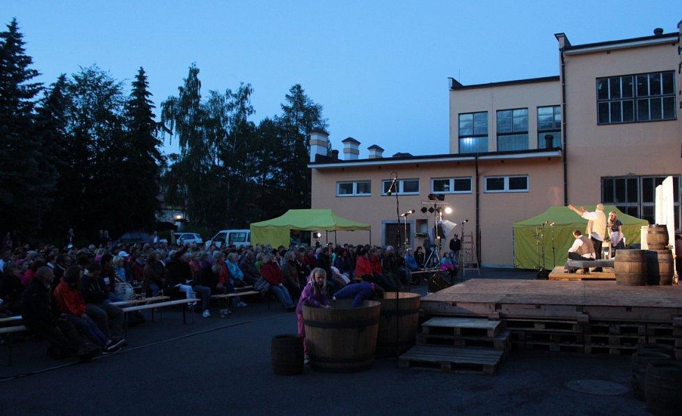 Postřižiny sledovaly v pivovaře stovky lidí