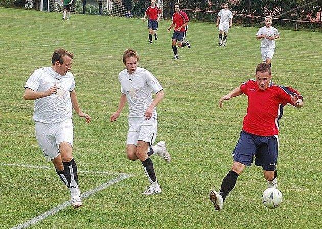 Puma krajský přebor: Fotbalisté Rozvadova porazili nebezpečný Rapid 4:2