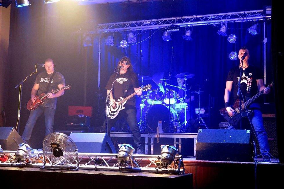 Ve stříbrské besedě vystoupila kapela Wanastowi Vjecy revival.