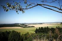 Stříbrská pahorkatina pod vrchem Vinice.