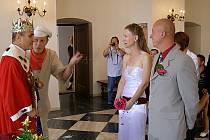 Na svatbě byl král, mlynář a šašek.