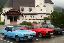 TŘI postarší vozy si s alpskými silnicemi poradili i díky zručnosti řidičů a mechaniků.