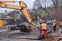 První etapa výstavby kanalizace v horní části Svojšína je v plném proudu. Ukončena by měla být na jaře příštího roku.