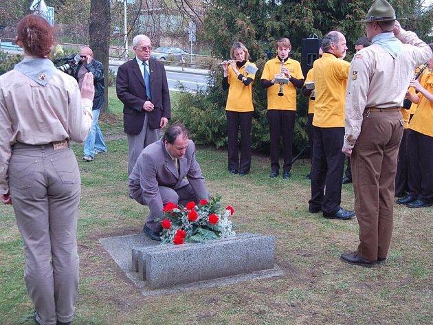 Historickou událost si Tachované připomněli spolu s řadou regionálních osobností v pátek odpoledne u pomníku americké armádě.