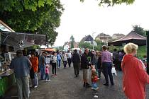 FARMÁŘSKÉ TRHY. Nejen v Tachově či ve Stříbře si oblibu u zákazníků získávají farmářské trhy. Také v Plané se několikrát do roka sejde desítka stánkařů s nabídkou domácí produkce.