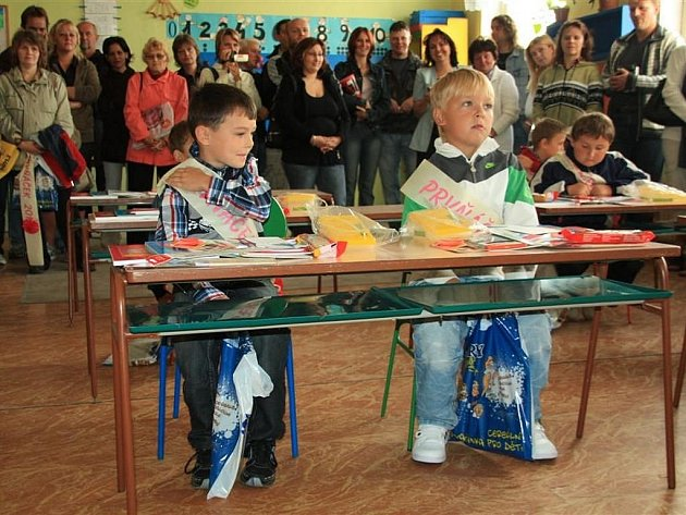 V bezdružické škole přivítali čtrnáct prvňáčků