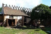 V Týnci shořela stodola