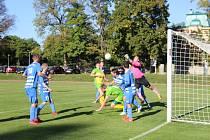 Chodová Planá (zelenožluté dresy) přivítá v sobotu ve fotbalové oblastní I.B třídě na svém hřišti v okresním derby Planou.