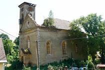 Členové sdružení pozvali nedávno do kostela v Boněnově veřejnost, aby posoudila, jak opravy objektu pokračují